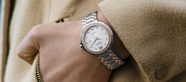Náramkové hodinky jsou stále v kurzu